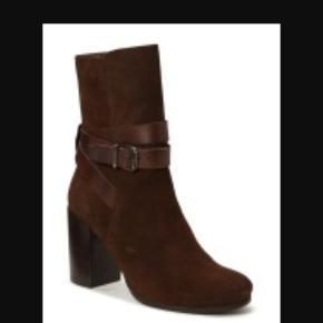 Fine støvler i ruskind