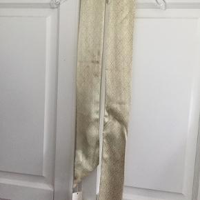 Dea Kudibal tørklæde