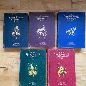 De 5 første bøger i serien på dansk om heksejægerens lærling - super spændende læsning. Læst en gang og i flot stand.  Køber betaler fragt
