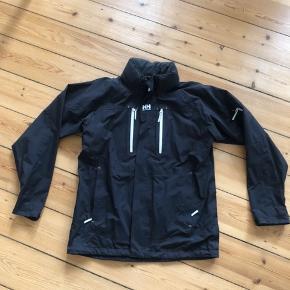 Helly Hansen Tech jakke - den har hætte, som på billederne er rulle sammen i nakken.  Nypris: 1000 kr. Sælges for 200 kr.  Kan afhentes på Nørrebro eller sendes på købers regning.