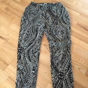 Vero Moda bukser str L Liv: 48x2 og med elastik. Pris 50 kr pp med dao