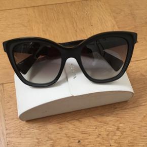 Nypris: 3500kr Prada solbriller. Købt i New York  Sælges da jeg skal rejse