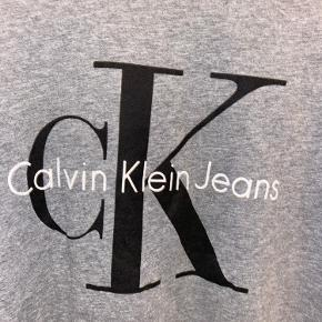 Cool t-shirt, med Calvin Klein tryk