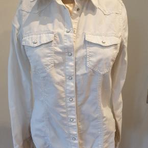 Jeans skjorte fra H&M. Byd gerne.