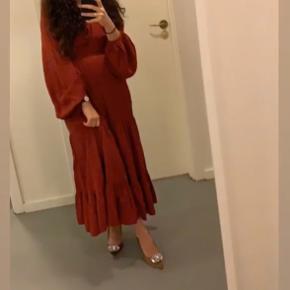 Sød midi kjole - ser længere ud på mig da jeg er 158   Købt for 690kr