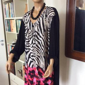 03104a0282fc Brand  Pronto Varetype  Ny pris - flot NY kjole tunika med sort ryg
