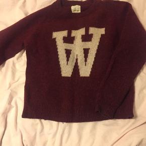 Sweater fra Wood Wood sælges da jeg ikke bruger den mere. Standen er god men brugt men trøjen er stadigvæk i super fin stand. Er åben for bud - sælges forholdsvist billigt