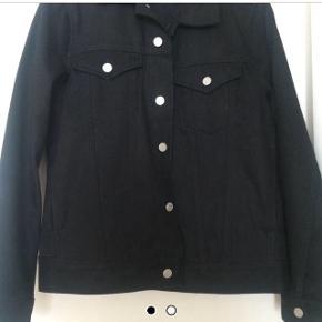 Str. er lidt oversize, idet det er en unisex jakke :)
