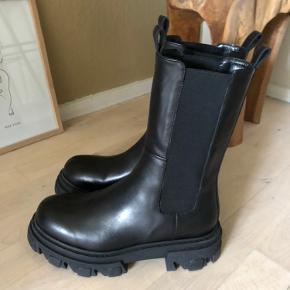 De super lækre boots fra Apair - nypris 2999,- sælges for 2800,- pp - prisen er fast og bytter ikke;-)