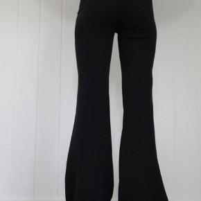 Melina bukser fra Sofie Sønderbys.  Lagt lidt op, da de var meget lange, og bukser plejer at være for korte til mig.   Brugt 2 gange, så det ligner de er helt nye😊  BYD😊
