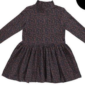 Fin GRO kjole i str 92 sælges i mørkeblå. Bytter ikke