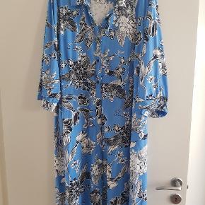 Fed lang skjorte kjole med knapper hele vejen ned  Aldrig brugt kun vasket