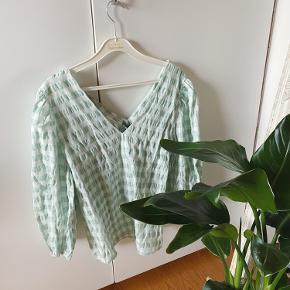 Sælger denne bluse, da jeg aldrig har fået den brugt. Stadig med mærke i💚