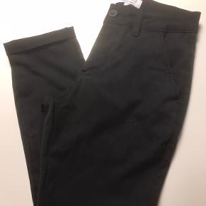 Super flotte bukser, med lille opslag. Brugt Max 5. Gange. Str. M. Rigtig fin stand. Ny pris 500.kr. Sælges 195.kr.