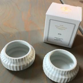 Lyngby tealight holders, 2 stk. Helt nye.  H: 3 cm. Ø: 6,5 cm. Hvid blank porcelæn. Aldrig brugt.