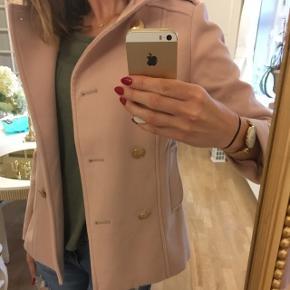 🌸Rigtig sød rosa jakke/frakke fra H&M med guldknapper ... brugt 1 gang  Str 34/36 🌸