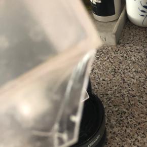 Brugt men fungere som ny Bemærk dog at et lille stykke af vandbeholderen er slået af men det har ikke noget af sige 😊 Sælges pga den ikke bliver brugt