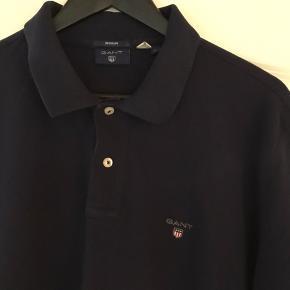 GANT Polo'er  Str. XL Regular fit Nypris 500kr pr. stk Sælges samlet til 300kr  Mørkeblå er brugt 2 gange  Den lyseblå er brugt 1 gang  Sælges da de er købt et nummer for stort.