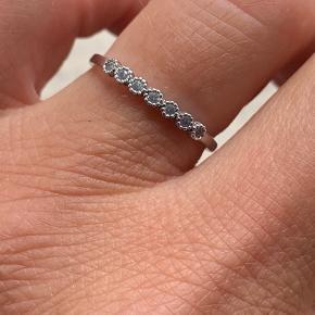Smuk fin ring str 56 PRISEN ER FAST. UDEN ÆSKE.