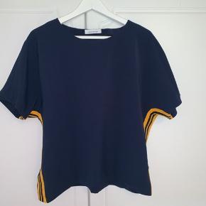 Samsøe Samsøe Louisa ss 6463 t-shirt Brugt 1 gang Nypris var omkring 400 kr.  Byd gerne:)