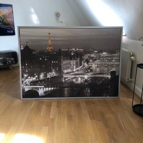 Fint billede fra ikea, sælges billigt :-)  Har hængt oppe i 4-5 mdr og fejler intet.   BYD gerne!