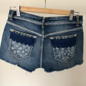 Adjusted to the original denim shorts by myself. Rivets, lace and painting. Size 36.