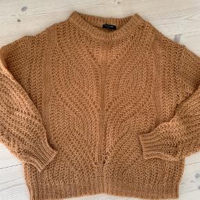 Fineste forårs sweater i skøn farve - helt som ny Er str xs, men kan sagtens passe str s el m Bytter ikke