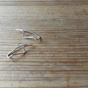 Crawlers ✨  - enkle - - håndlavede - - onesize -  Materiale: 935 sølv  Mængderabat ved køb af flere✨  Kontakt mig endelig 👋🏻