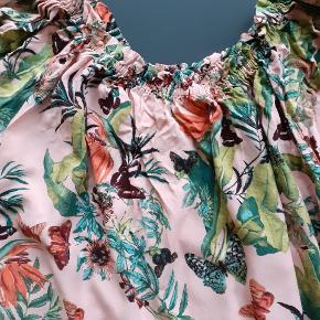 Flot mønstret skjorte. Brugt 3 gange
