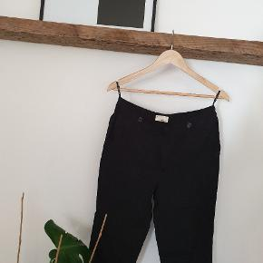 This IS the black pants with a twist you were looking for. ⚡⚡⚡ I raised the lighting to show the detail coz its amazing. A gift that was too bug for me and never ever used! They are super soft and beautyful to wear daily for a more edgy and elegand look