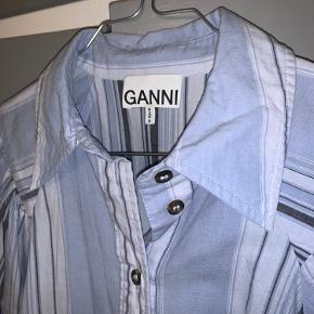 Ganni skjorte  Størrelse 38  Brugt få gange