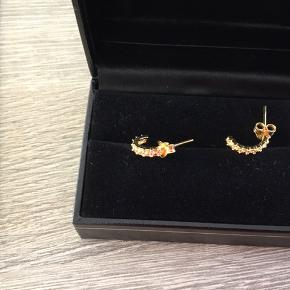 Guldbelagt øreringe aldrig brugt