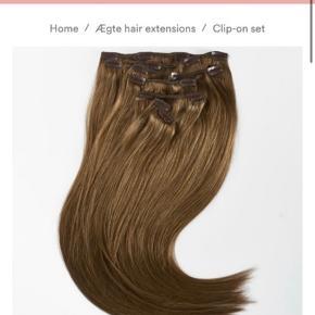 Fin clips on hår fra Rapunzel of Sweden i en lysebrun farve.  Næsten som nyt.  Længde ca 30 cm