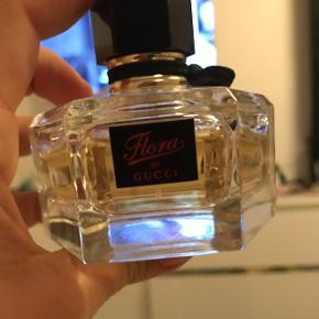 Flora by Gucci  50 ml - over halvdelen  Np - 640