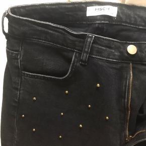 Så fede jeans med perler fra Moss Copenhagen Np omkring 1200kr Brugt få gange, Skriv for flere billeder eller mere info🥰