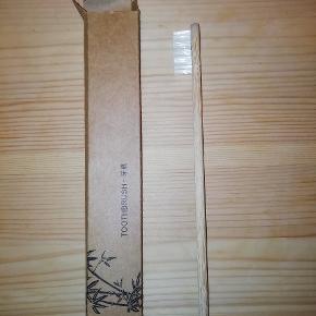 Tandbørste lavet af bambus Bambustandbørste  Jeg har 8 stk. 10 kr. pr. stk.