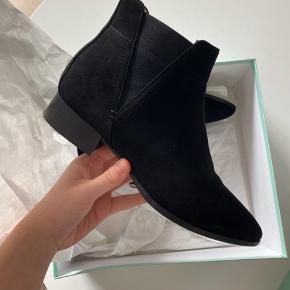 Sælger disse super fine støvler, da jeg ikke får dem brugt! De er brugt to gange og ikke tegn på slid