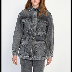 Fin denim jakke fra Envii, brugt meget lidt og fejler intet😊   Tjek min profil hvor jeg bl.a. sælger: Ganni, maanesten, Acne, Balenciaga, Envii og meget andet😁