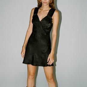 Sælger denne fine kjole fra realisation, da den dsv er for kort til mig 🥺 nypris: 1500 kr. er ny med prismærke! Byd