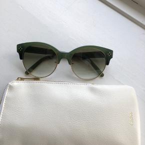 Fine Chloé solbriller i grønne, med Etui.  Aldrig brugt. Nypris 2500kr