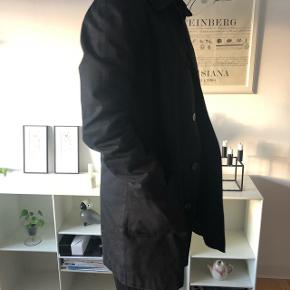 Sort frakke fra APC. Brugt få gange.  Nypris 3200kr.  Været til rens. Bruges ikke mere fordi købt ny.   #trendsalesfund