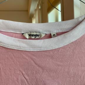 Wrangler tshirt 💗 Str M, men svarer til XS-S