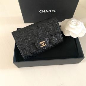 Helt ny Chanel kortholder🖤 Caviar med silver hardware. Alt medfølger. 3300kr
