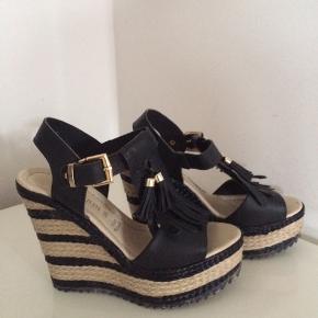 Prativerdi skind sandaler / brugt en gang / hæl ca. 12 cm / plateau ca. 5 cm