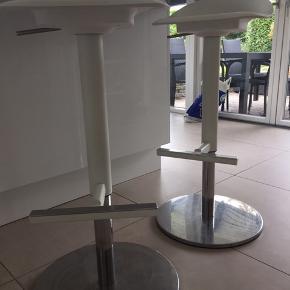 To stk. barstole fra IKEA sælges til 400 kr samlet. Nypris 395 kr pr. stol.  Barstolene kan justeres i højden. Se billeder.