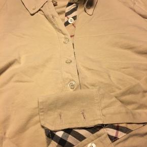 Lækker Burberry bluse strørrelse 40....