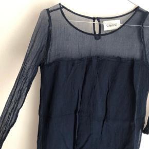 Sød bluse fra Ganni str XS. Er som ny :)