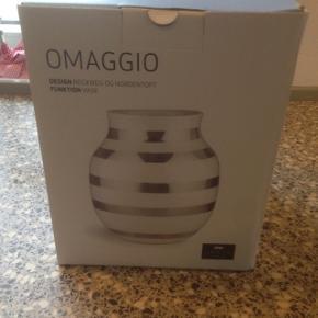 Helt ny kahler omaggio sølv vase 20 cm sælges. Mp 250kr afhentet i Glejbjerg eller kan med bringes til Esbjerg
