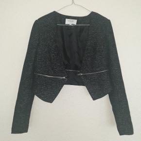 Smukkeste jakke fra VILA, brugt få gange, så derfor i perfekt stand.