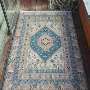 Meget smukt og fint ægte tæppe i høj kvalitet, 120 x 200